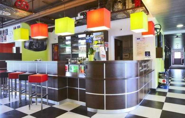 Kyriad Design Enzo Thionville - Bar - 11