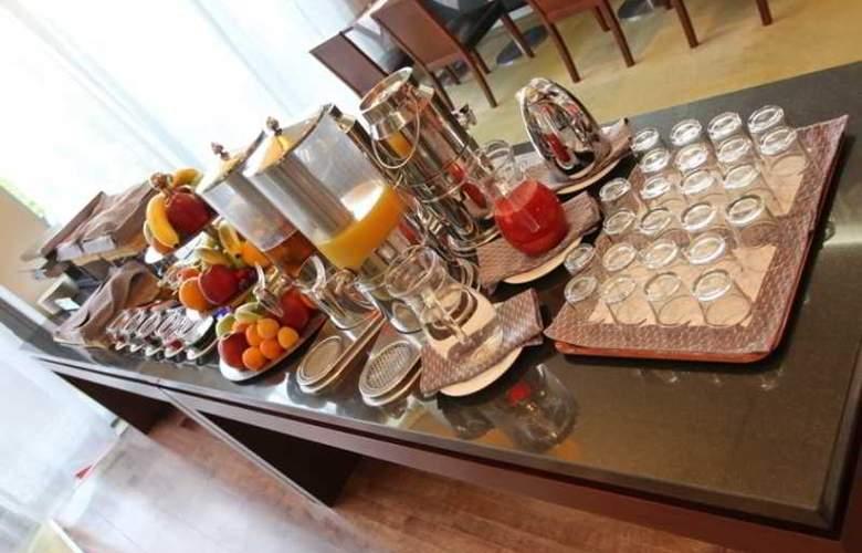 Holiday Inn Sofia - Restaurant - 62
