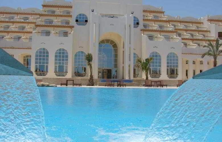 Royal Lagoons Aqua Park Resort and Spa - Hotel - 7
