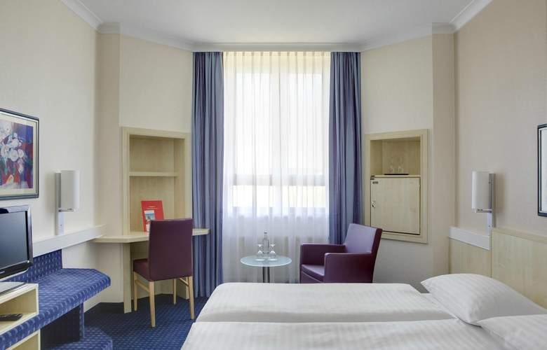 InterCityHotel Freiburg - Room - 5