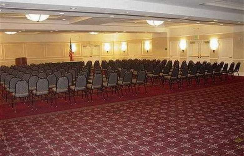 La Quinta Inn & Suites Arlington North 6 Flags Dr - Conference - 6