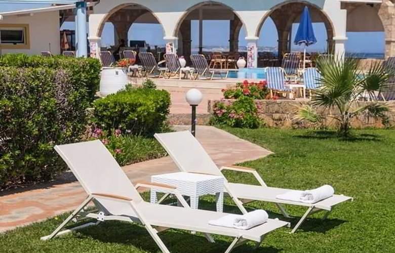 Pyrgos Beach Apartments - Hotel - 8
