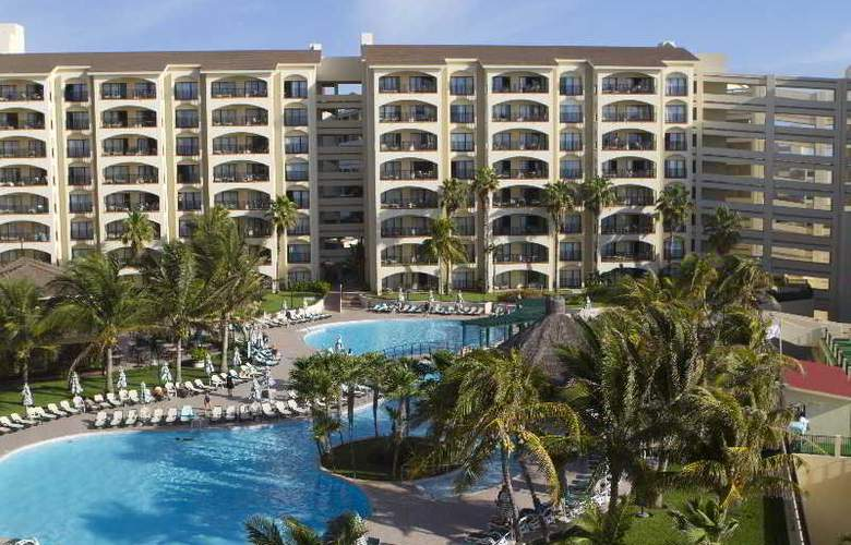The Royal Islander - An All Suites Resort - Pool - 10