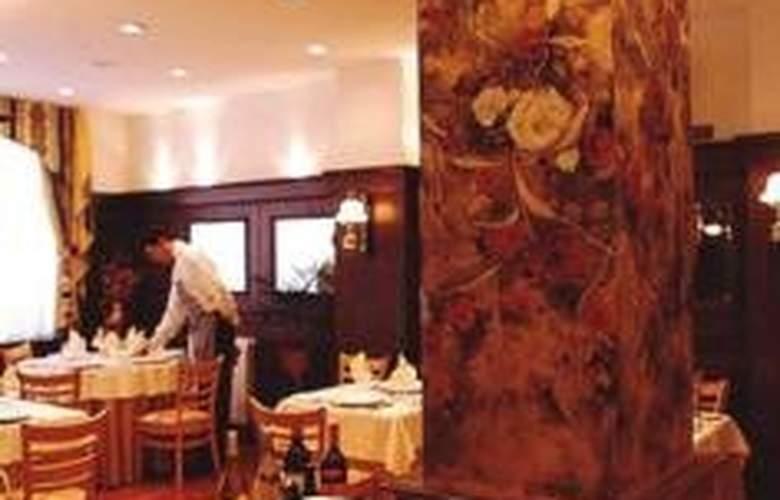 Reina Victoria Suites & Towers - Restaurant - 3