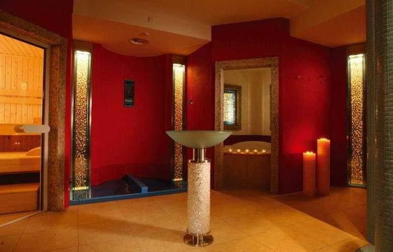 Romantik Hotel Schwarzer Adler - General - 1