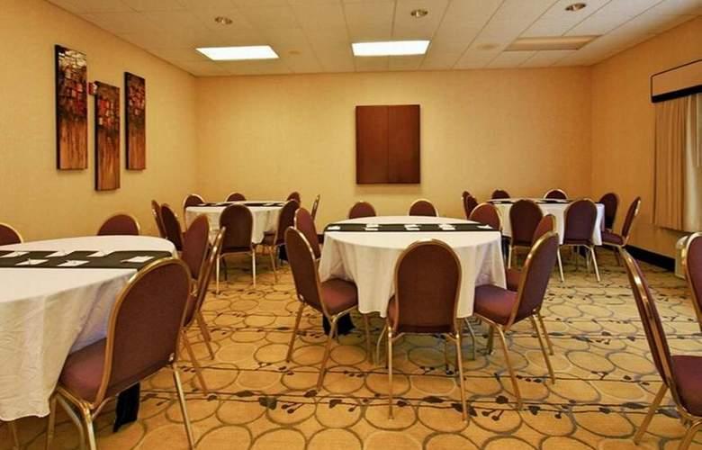 Hampton Inn Clinton - Conference - 31