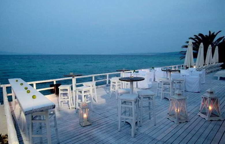 White Suites - Bar - 3