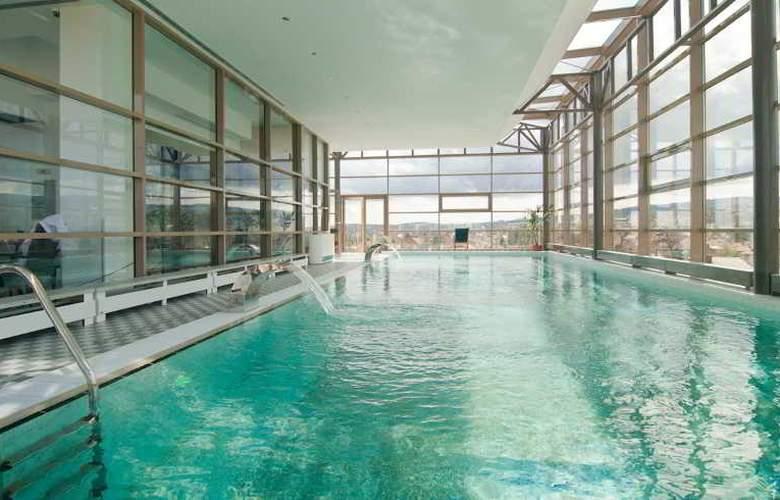 Ramada Cluj Hotel - Pool - 3