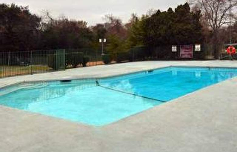 Quality Inn Conference Center - Pool - 5