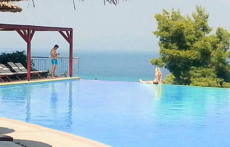 Alia Palace - Pool - 21