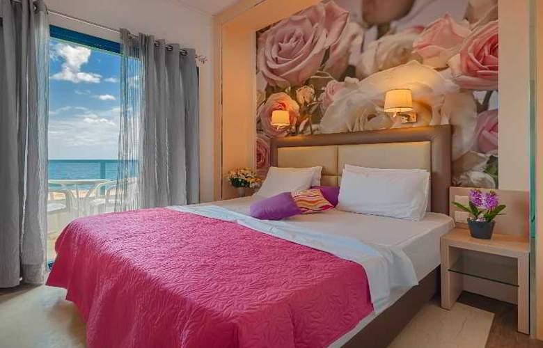 Pyrgos Beach Apartments - Room - 12