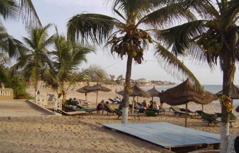 Africa Queen - Beach - 4