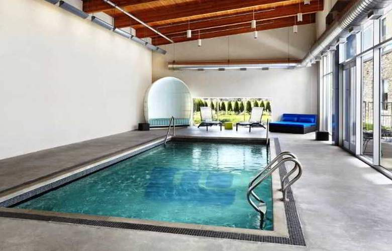 Aloft Vaughan Mills - Pool - 2