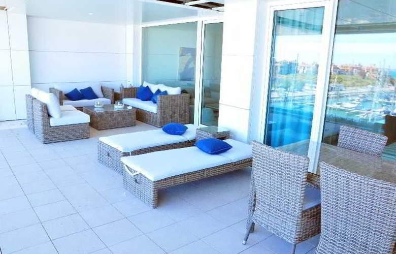 Suites de Puerto Sherry - Terrace - 9
