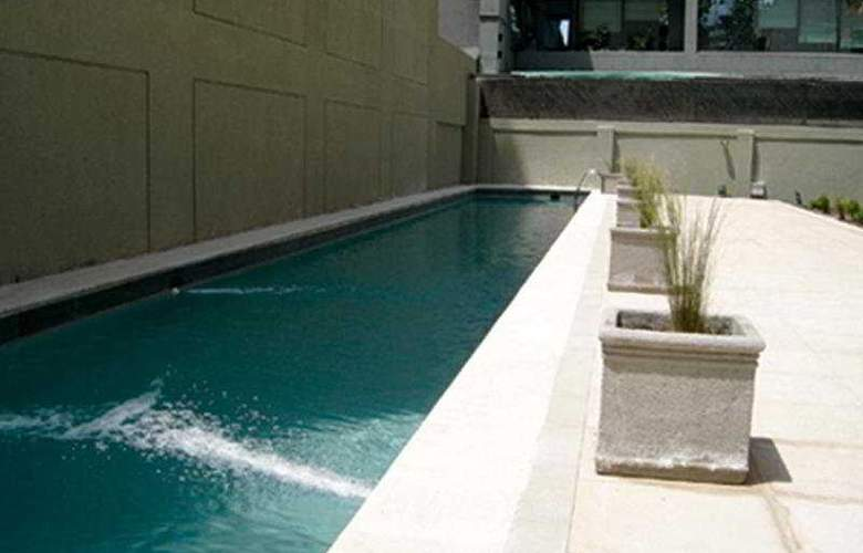 RQ Providencia Suites - Pool - 4