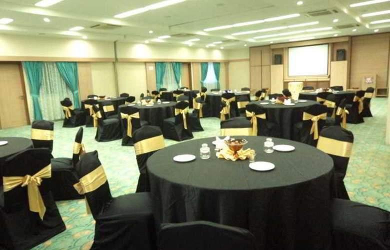 Royal Orchid Beach Resort & Spa - Restaurant - 14