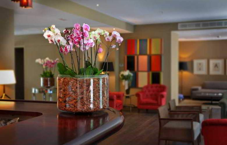 Luxury Boutique Hotel Can Alomar - Bar - 11
