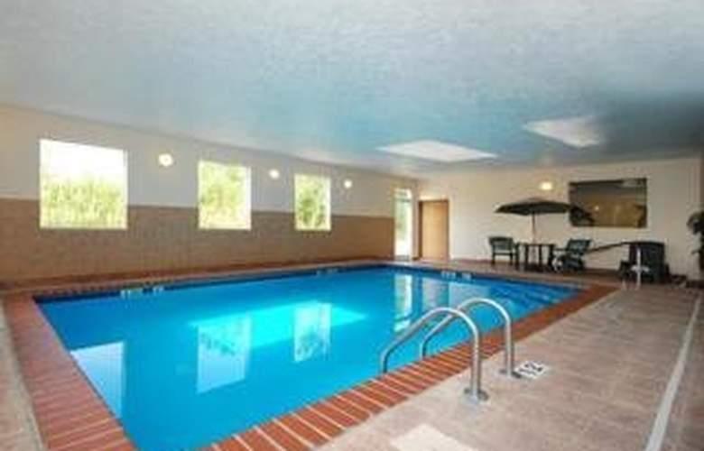 Comfort Suites Airport - Pool - 3