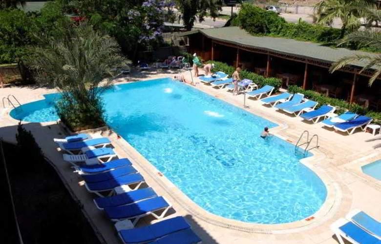 Rose Hotel - Pool - 6