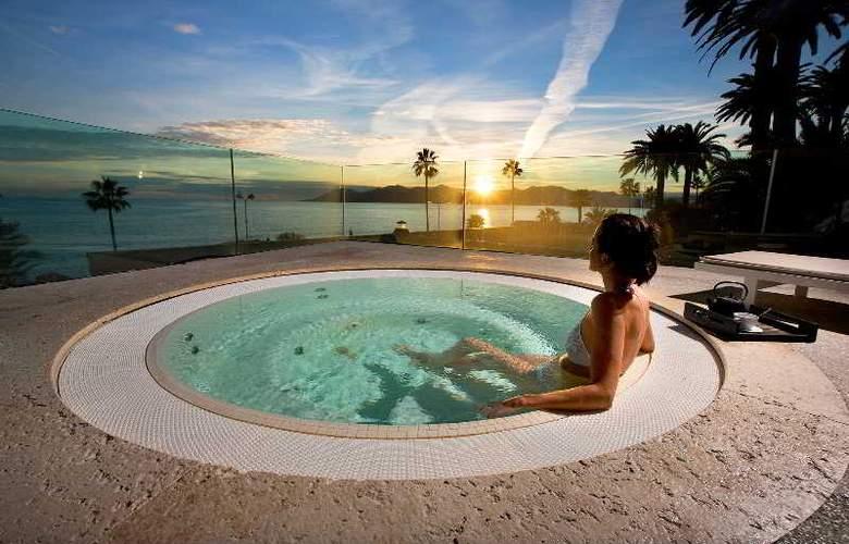 Le Radisson Blu 1835 Hotel & Thalasso - Pool - 12