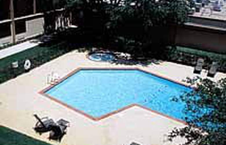 Clarion Hotel Park Central - Pool - 5