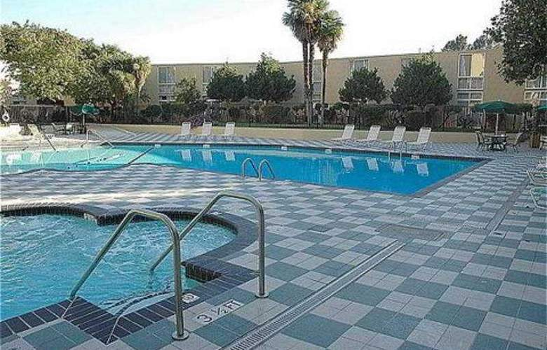 Crowne Plaza Cabana Hotel & Resort - Pool - 8