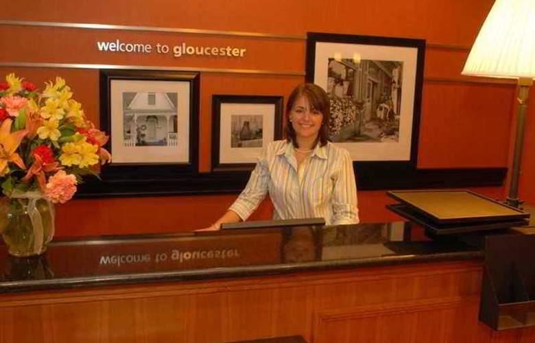 Hampton Inn Gloucester - Hotel - 0