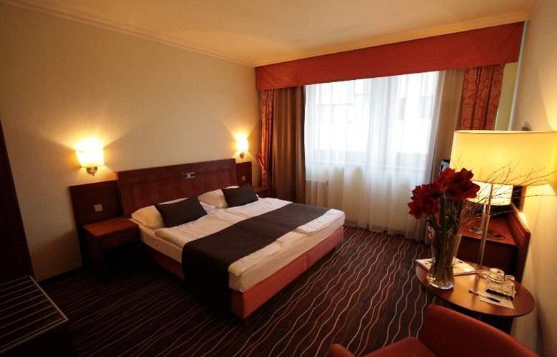 Luxury Family Hotel Bílá Labut - Room - 2