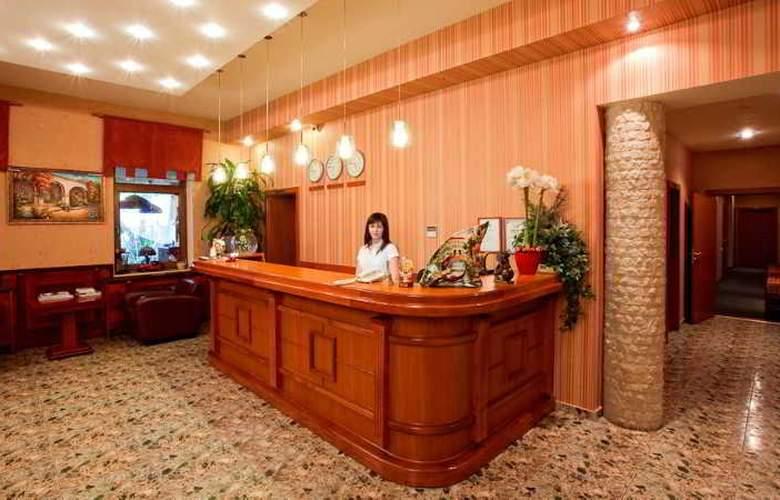 Luna Hotel - Hotel - 4