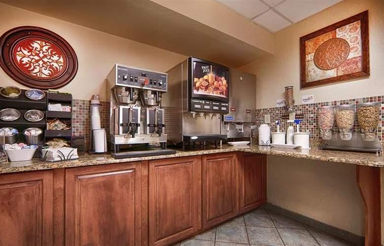 Best Western Universal Inn - Restaurant - 61