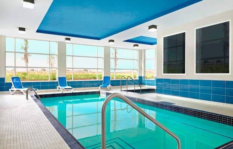 Four Points by Sheraton Edmonton International Airport - Pool - 3