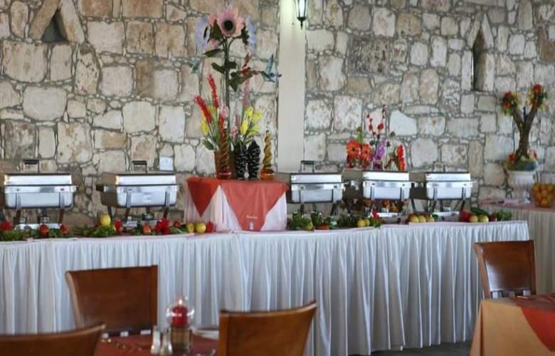 Corallia Beach Apartments - Restaurant - 17