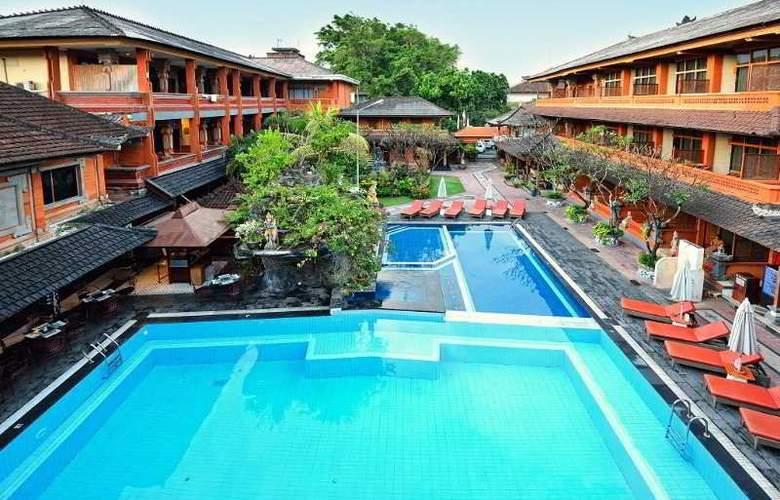 Wina Holiday Villa - Pool - 11
