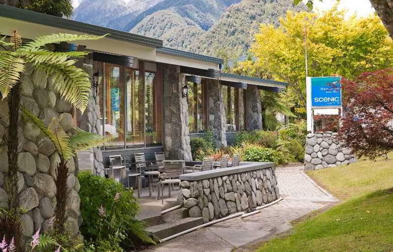 Scenic Hotel Franz Josef Glacier - Terrace - 4
