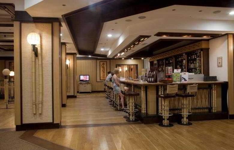 Emerald Beach Resort & Spa - Bar - 9