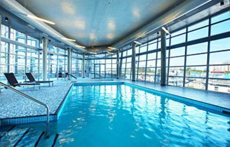 The Westin Wall Centre Vancouver Airport - Pool - 4