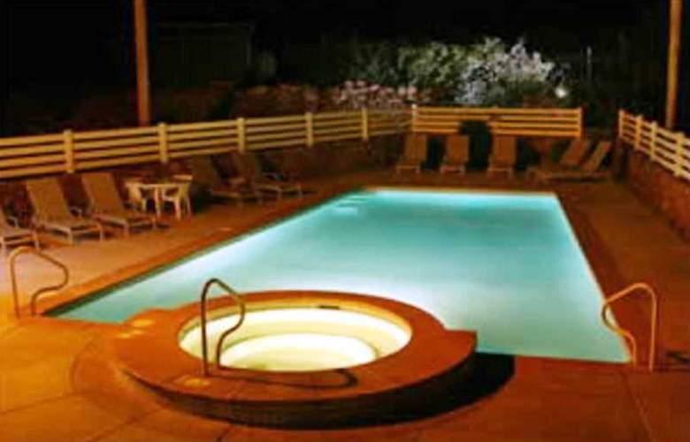 Super 8 Lake Havasu City - Pool - 3