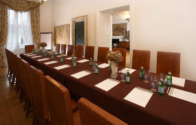 The Bonerowski Palace - Conference - 17