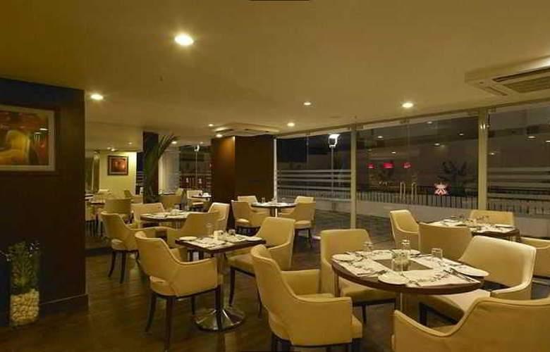 Royal Orchid Suites - Restaurant - 2