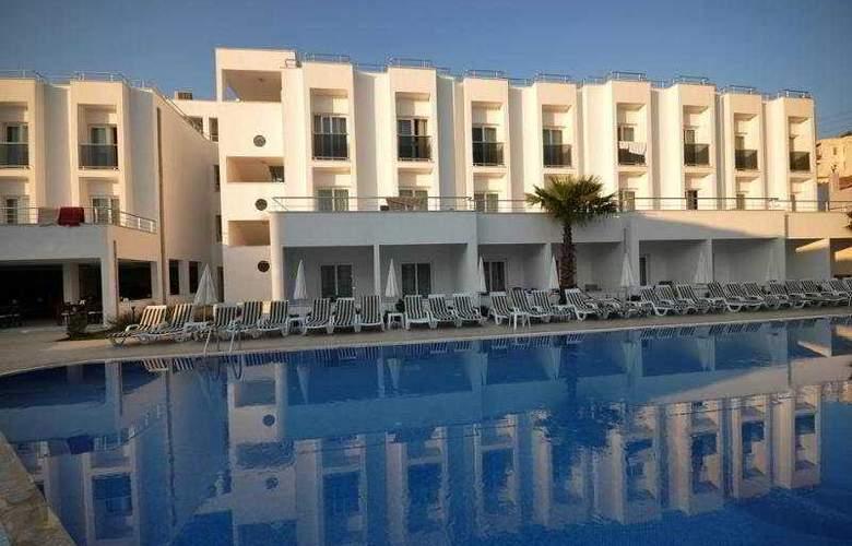 Shark Club Hotel - Pool - 8