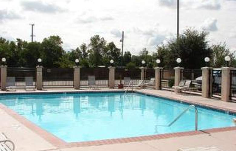 Quality Inn & Suites Airport Austin - Pool - 4