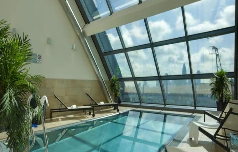 Radisson Blu Hotel Frankfurt - Pool - 5