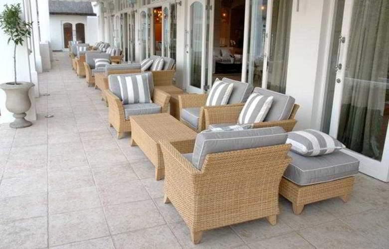 Le Franschhoek Hotel & Spa - Terrace - 6