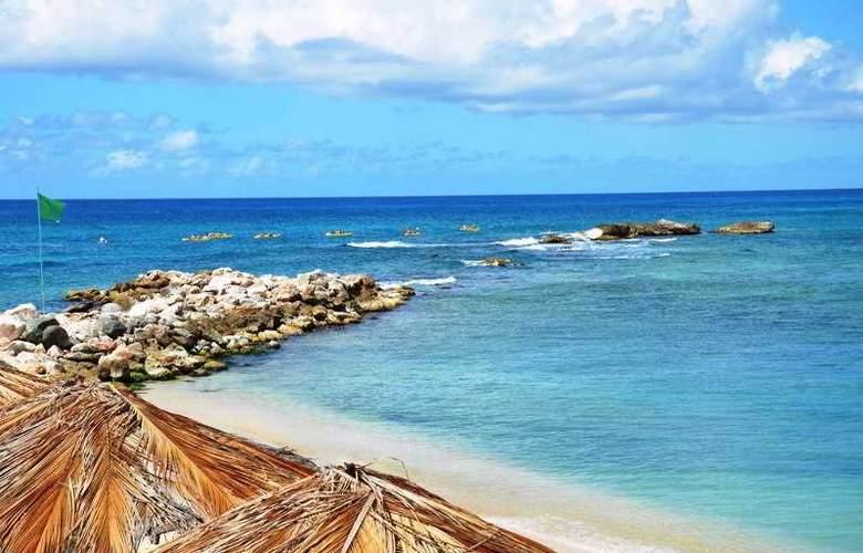 Simpson Bay Beach Resort and Marina - Beach - 5