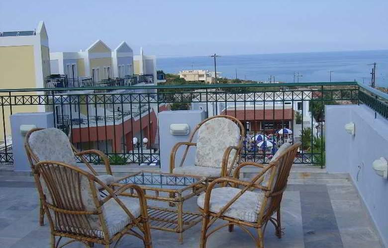 Camari Garden Hotel and Apartments - Terrace - 4