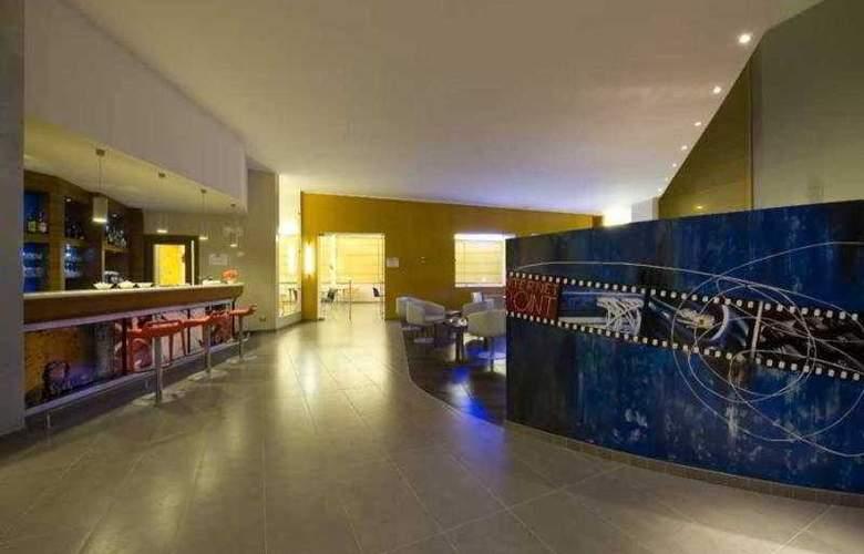 Holiday Inn Express Milan-Malpensa Airport - Bar - 1