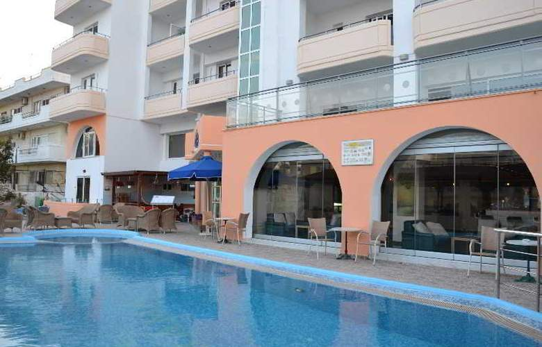 Panorama Hotel and Apartments - Hotel - 3