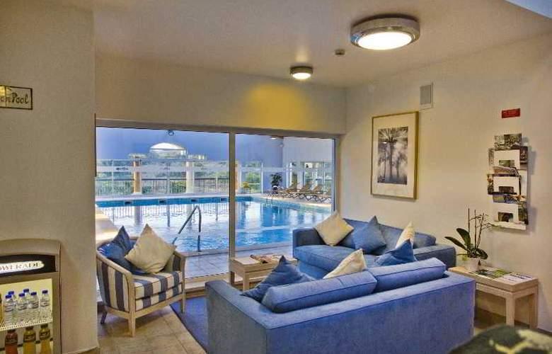 Vale d'Oliveiras Quinta Resort SPA - Pool - 20
