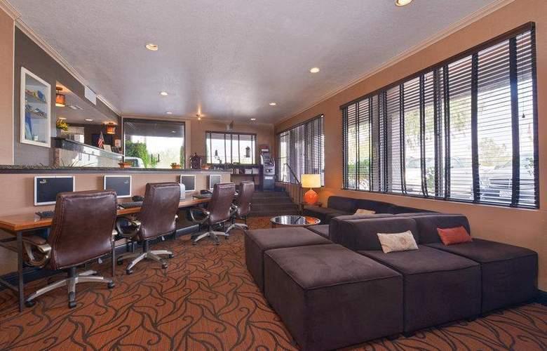 Best Western Plus Innsuites Phoenix Hotel & Suites - Conference - 78