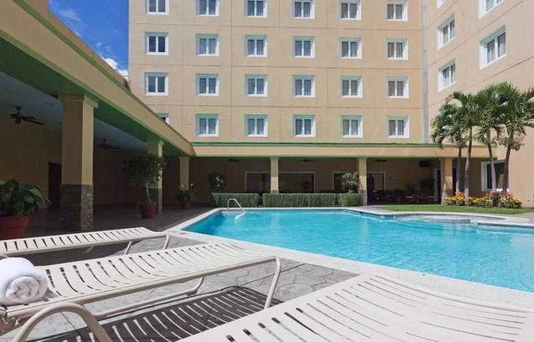 Holiday Inn San Salvador - Pool - 20